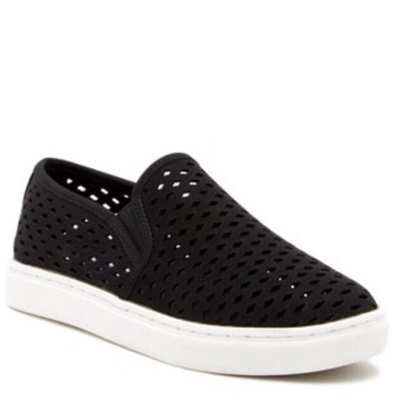 c8bb899bd87 NEW Steve Madden black Zeena slip on sneaker 7.5